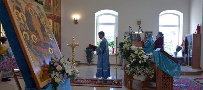 Молебен в храме Успения Божией Матери 12 января