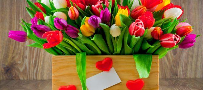 Поздравляем милых женщин с наступающим 8 марта!